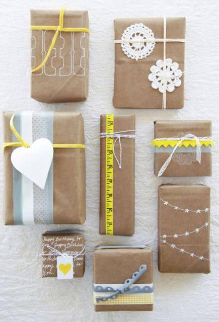 pacchi di natale decorati a mano