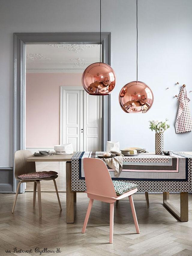 soggiorno con lampade colore rame copper