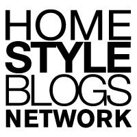 Logo del network HomeStyleBlogs , design blogger specializzati e professionisti.