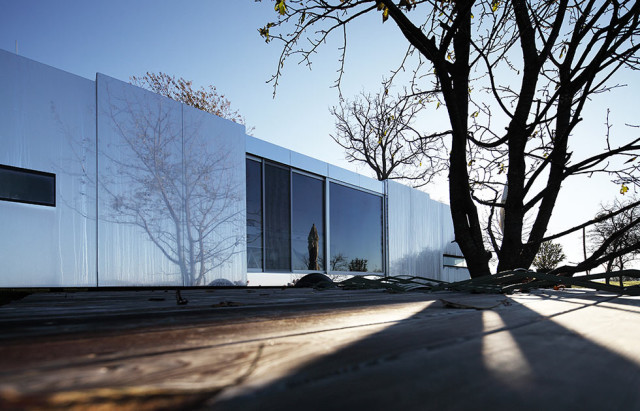 La casa invisibile esterno 2 - progetto dello studio Delugan Meissl Associated Architechts.