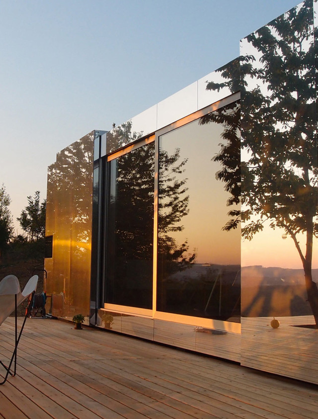 La casa invisibile - progetto dello studio Delugan Meissl Associated Architechts.