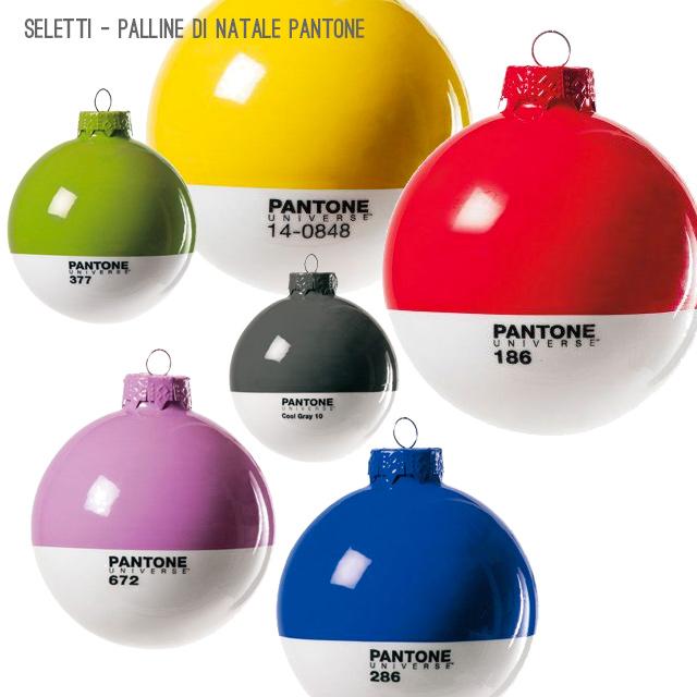 Palle di Natale di design con Pantone e Seletti.