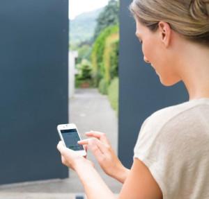 Controllare il cancello in remoto con lo smartphone.