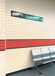 Vogue biastrelle bisellate in metropolitana. Origine di una tendenza casa.