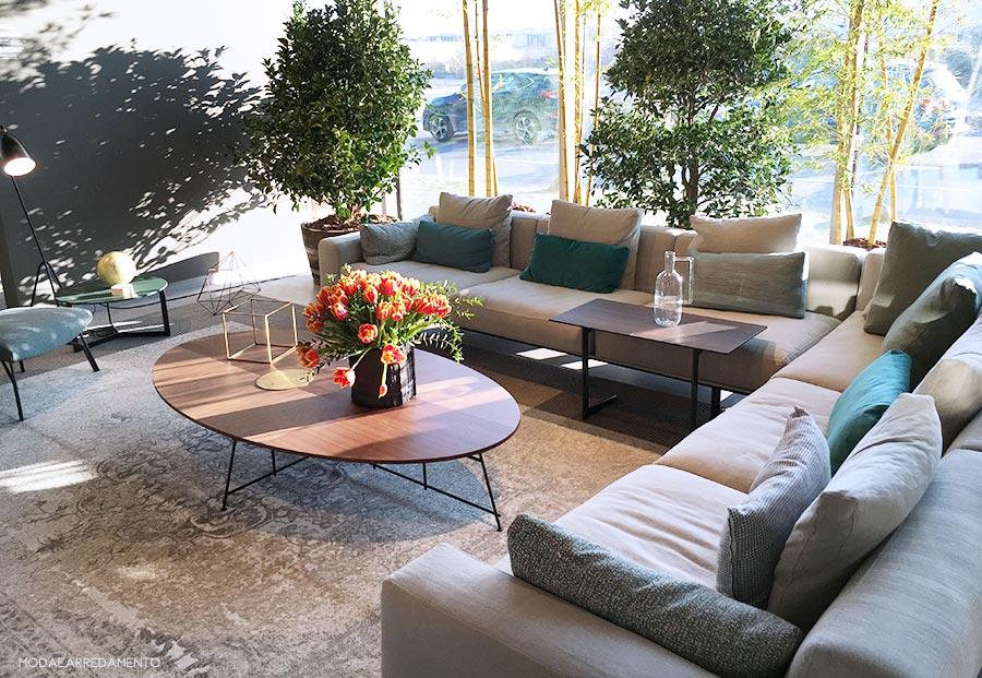 Lema al Design Post di Immcologne con un soggiorno verde rilasssante.
