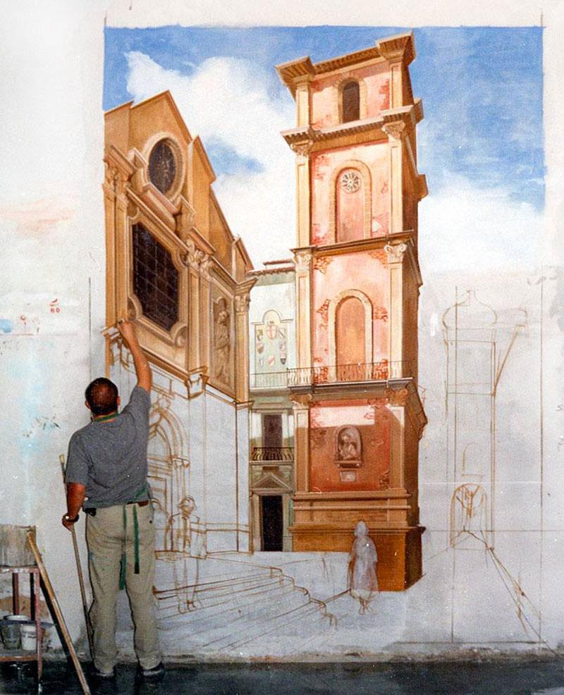 Un maestro al lavoro su di un affresco a parete - la tecnica e gli utlizzi in casa.