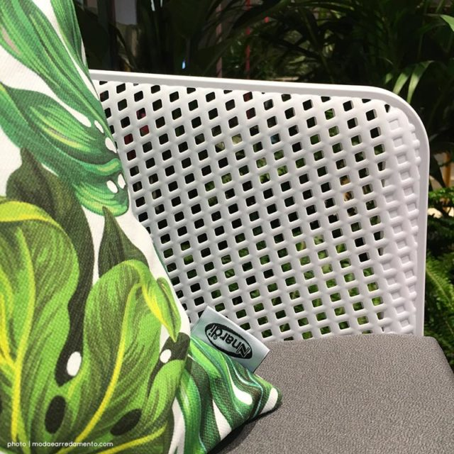 Nardi outdoor stand Milano Salone Mobile - close up cuscino e trama poltroncina.