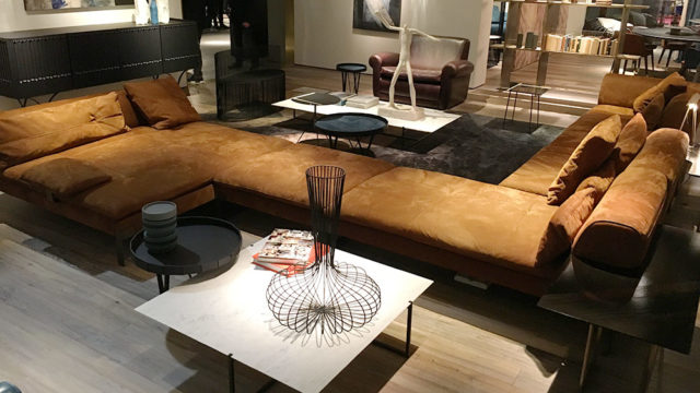 Baxter maxi divano XXL - Photo from Salone 2017.