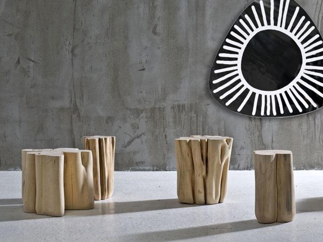 Gervasoni Brick un fusto di legno utilizzato come tavolino o sgabello.