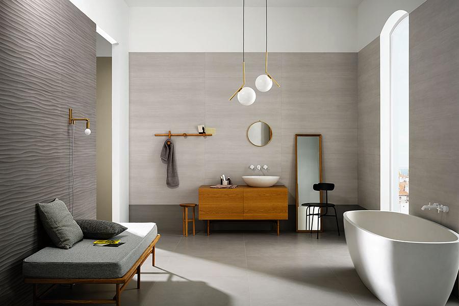 Marazzi piastrelle Materika ambientate in un bagno tutto grigio.