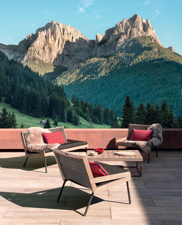 Collezione Allaperto, sedie e tavolino da giardino che resistono ad alta quota.