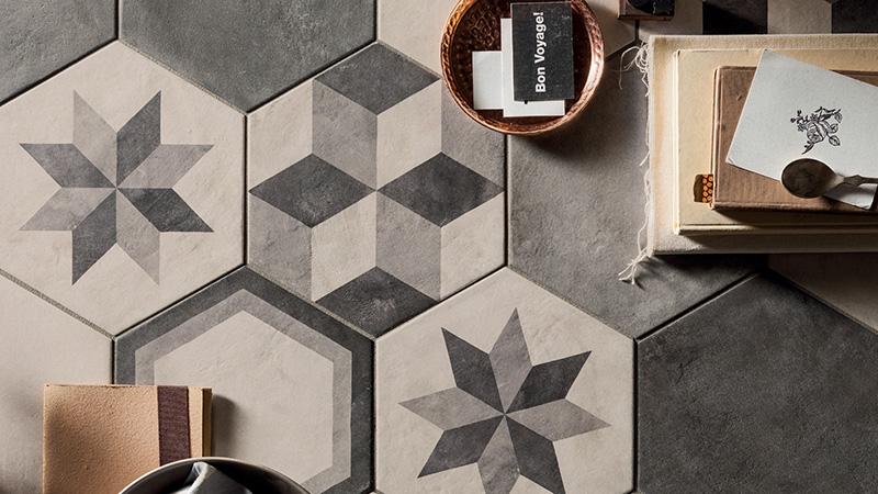 Marcacorona piastrelle da pavimento e rivestiemnto terra decorate.