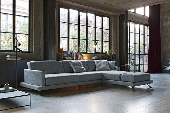 Come arredare il soggiorno di una casa in stile factory.