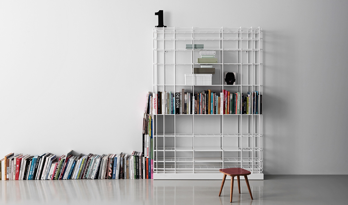 Saba Italia Leyva libreria in filo metallico.