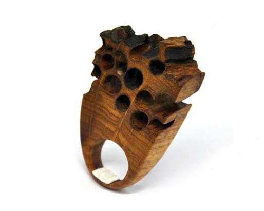 Anello in legno di bricolla
