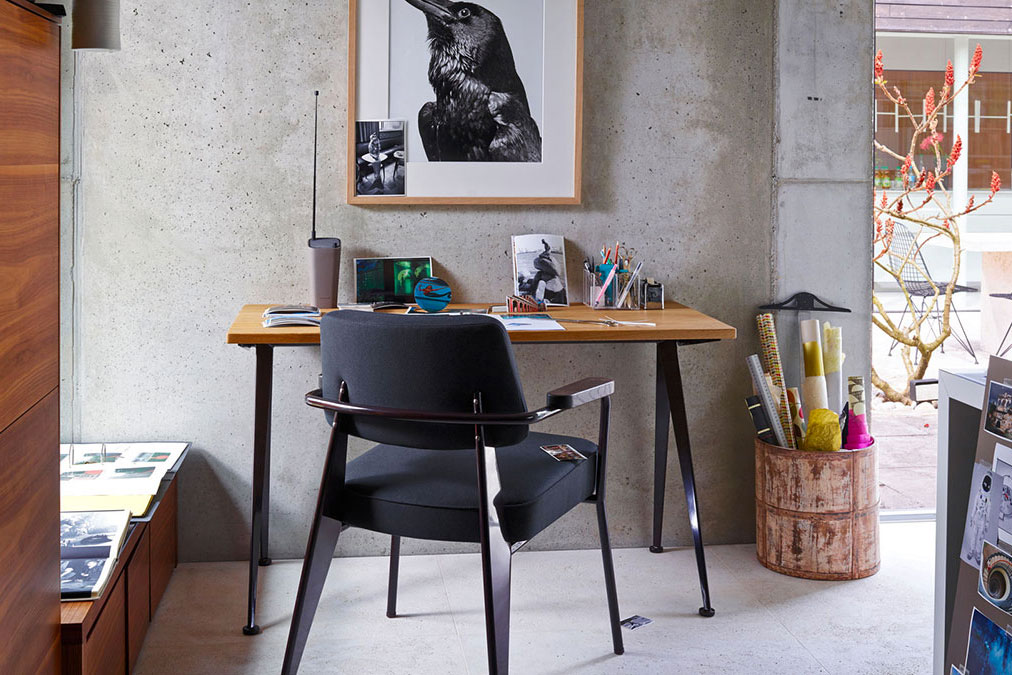 Vitra scrivania e sedia per home office.