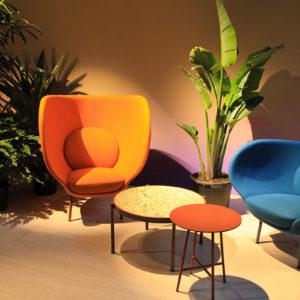 Salone del Mobile 2018 - Moroso allestimento polrone arancione e blu