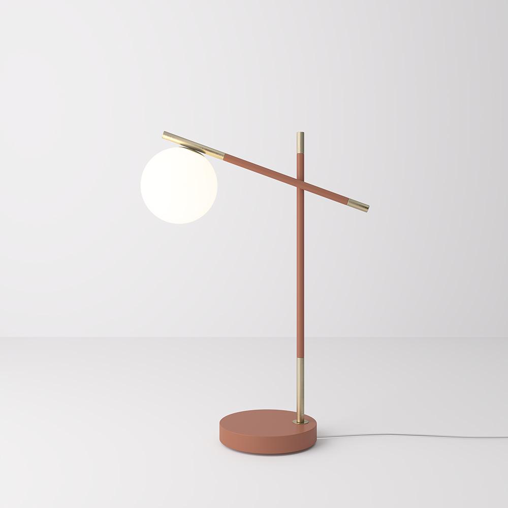 Lampada da tavolo in metallo verniciato con diffusori in vetro.
