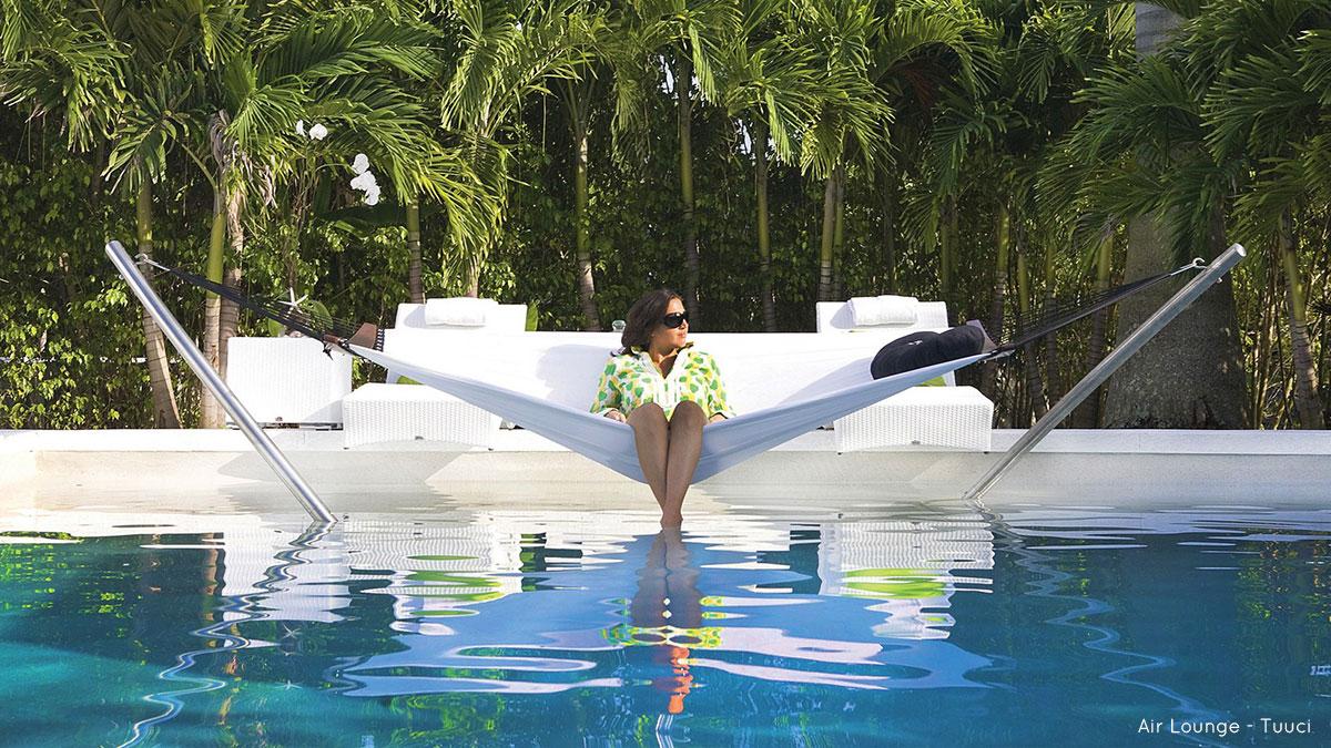 Collezione di sei amache di design per il giardino, modello Air Lougue di Tuuci.