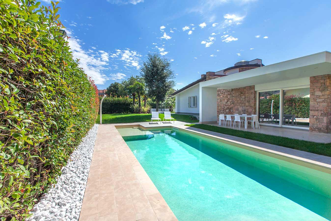 piscina lussuosa ad Aquila
