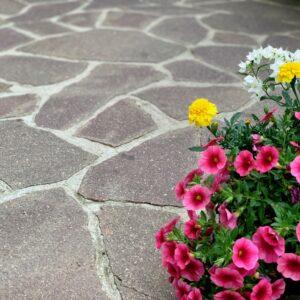pietra di luserna irregolare per esterni